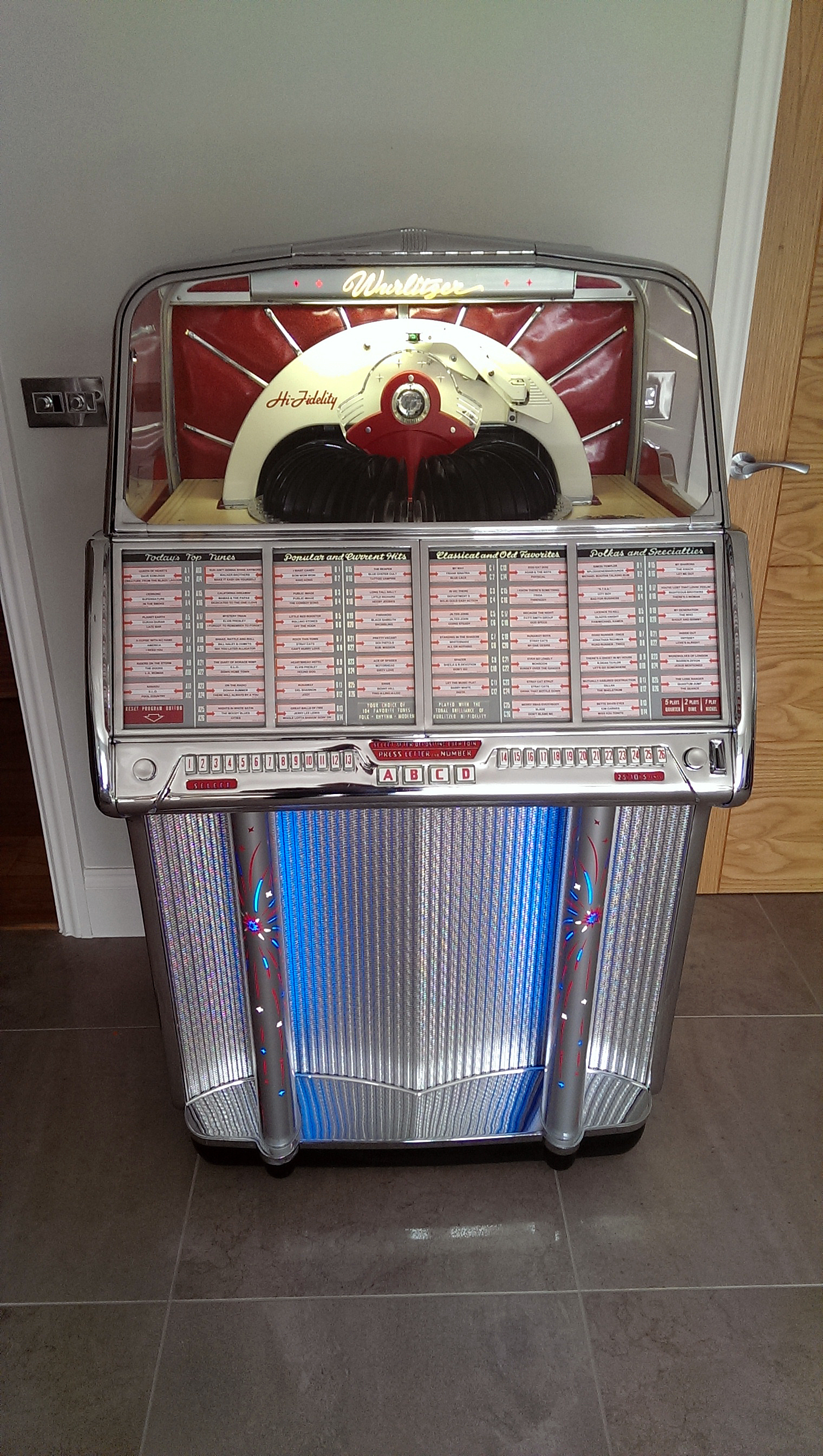 Beautiful Wurlitzer 1800 delivered to it's new Derbyshire home – The Jukebox